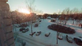 Patrzeje out okno w wiosce na zima ranku timelapse wideo zdjęcie wideo