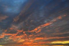 Patrzeje pięknie barwione chmury przy wschodem słońca Obraz Royalty Free