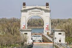 Patrzeje pierwszy brama łuku kanał wymieniającego po Lenin Obrazy Stock