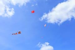 Pattani - 9. März - viele Fantasiedrachen im internationalen Drachen Lizenzfreie Stockfotos