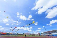 Pattani - 9. März - viele Fantasiedrachen im internationalen Drachen Stockfoto
