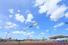 Pattani - 9. März - viele Fantasiedrachen im internationalen Drachen Stockfotos
