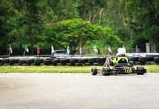 PATTATA, THAÏLANDE 20 MAI : Disparaissent le kart conduisant la formation et emballant dedans photos libres de droits
