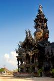 pattaya圣所雕塑木thaila的真相 库存照片