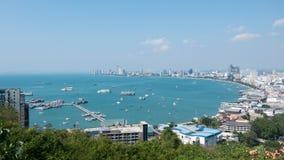 pattaya泰国 从大厦都市风景、海景和摩天大楼的上面的看法自白天 免版税库存照片