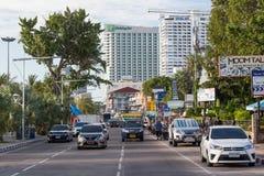 PATTAYA, ΤΑΪΛΑΝΔΗ - ΤΟΝ ΑΎΓΟΥΣΤΟ ΤΟΥ 2015 CIRCA: Κυκλοφορία οδών στο δρόμο παραλιών Pattaya, Ταϊλάνδη Στοκ εικόνες με δικαίωμα ελεύθερης χρήσης