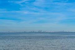 Pattaya blick från stranden av Laem Chabang, Sriracha Arkivfoto