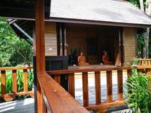 Pattaya Chonburi, Thailand, am 27. Juli 2017: die Wachsfigur des thailändischen ehrwürdigen Mönchs im Haus Stockfoto