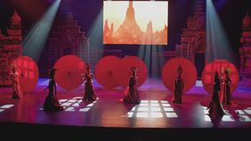 PATTAYA - CIRCA JANUARY 2018: Drag show on scene of trasvistite theatre in Pattaya. stock video