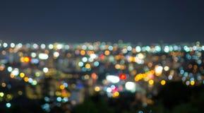 Pattaya cityscape på skymningtid, suddig fotobokeh Arkivbilder