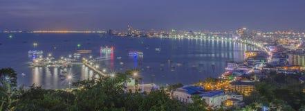 Pattaya fjärd på natten Arkivfoto