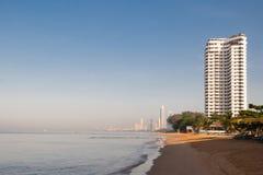 Pattaya Konungariket Thailand, sikt av den Jomtien stranden royaltyfria bilder
