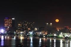Pattaya miasto w księżyc w pełni nocy Zdjęcie Royalty Free