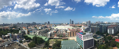 Pattaya miasto z niebieskim niebem Zdjęcie Royalty Free