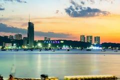 Pattaya-Seeansicht während des Sonnenuntergangs Lizenzfreie Stockfotos