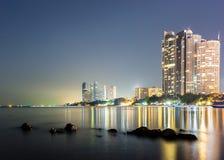 Pattaya stad i solnedgångtid Arkivbild