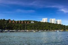Pattaya stad med blå himmel Royaltyfria Foton
