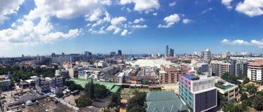 Pattaya stad med blå himmel Royaltyfri Fotografi