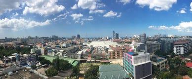 Pattaya stad med blå himmel Royaltyfri Foto