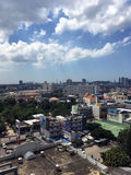 Pattaya stad med blå himmel Arkivbilder