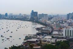 Pattaya stad och ansluta för många fartyg Royaltyfria Foton