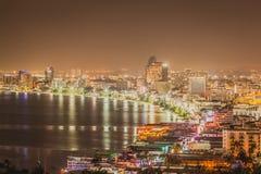 Pattaya stad Thailand i nattlandskap Arkivbild