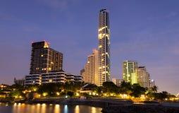 Pattaya stadsstrand och hav i skymning royaltyfria bilder