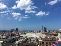 Pattaya-Stadt mit blauem Himmel Lizenzfreies Stockbild