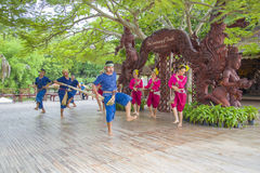 Pattaya, Tailândia - 14 de setembro: Desempenho tradicional dos atores no templo da verdade, o 14 de setembro de 2014 imagens de stock royalty free