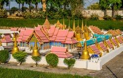PATTAYA, TAILANDIA - 10 de abril de 2016: Señal de Wat Phra Srisunpetch de Ayutthaya, Tailandia en el parque de la miniatura de M Fotografía de archivo libre de regalías