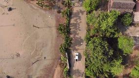 Pattaya, Tailandia - 2 de abril de 2019: Vista superior de calles y de caminos inundados después de la lluvia tropical almacen de metraje de vídeo