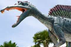 PATTAYA, TAILANDIA - 13 DE AGOSTO DE 2017: Valle del dinosaurio de la estatua en Fotografía de archivo libre de regalías