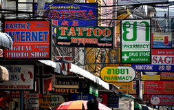Pattaya, Thaïlande : Fils et signes de boutique Photographie stock