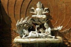 Pattaya, Thaïlande : Fontaine de Bouddha chez le mini Siam image stock