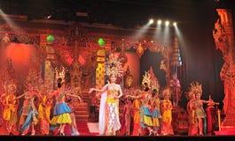 PATTAYA, THAILAND - 30. AUGUST Leistung der Schauspieler Lizenzfreie Stockfotos