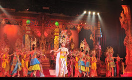 PATTAYA THAILAND - AUGUSTI 30 Kapacitet av skådespelarna royaltyfria foton