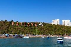 PATTAYA, THAILAND - CIRCA IM MÄRZ 2013: Pattaya-Buchtansicht vom Wasser Lizenzfreies Stockbild