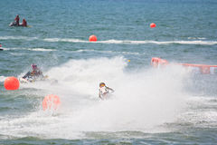 PATTAYA THAILAND-DECEMBER 9: Konkurrenter på Jets Ski Kings granda prixen 2012 för koppvärldscup Arkivbilder