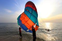 Pattaya, Thailand - 21. Dezember: Küstenfeiertag auf dem Strand De Stockbild