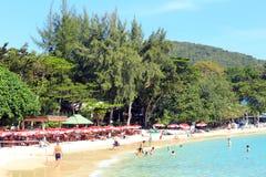 Pattaya, Thailand - 21. Dezember: Küstenfeiertag auf dem Strand De Lizenzfreies Stockfoto