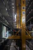 PATTAYA THAILAND - 20 JULI - automatisk underjordisk bilparkeringsplatsinre, på Pattaya, Thailand i Juli 20, 2017 Royaltyfri Bild