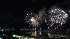 Pattaya Thailand-Mei, 24 2019 Internationaal vuurwerk toont festival 2019 stock videobeelden