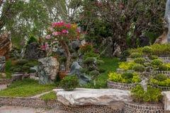 Pattaya Thailand miljon år fossil arbeta i trädgården, och krokodilen parkerar Arkivfoton