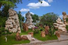 Pattaya Thailand miljon år fossil arbeta i trädgården, och krokodilen parkerar Royaltyfri Fotografi