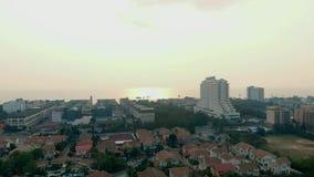 Pattayastrand op de hoogste mening van de heuvel video Gezichtspunt die panorama's, populair bij zonsondergang aanbieden, die het stock videobeelden