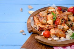 Patte de poulet grillée avec des légumes Images stock
