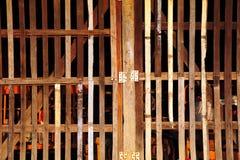 Patten av den wood dörren Arkivfoto