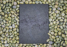 The pattern of black stone. On the wet rocks Royalty Free Stock Photos