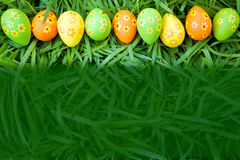 Pattern Easter eggs on the grass Royalty Free Stock Photos