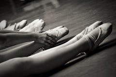 Pattes dans des chaussons de ballet Photo libre de droits